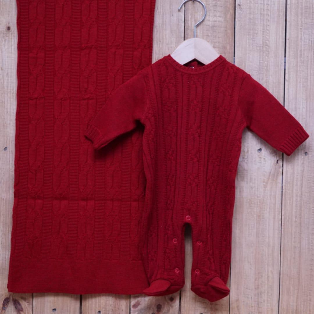 Saída Maternidade em Tricot para Bebê com Detalhe Vermelho