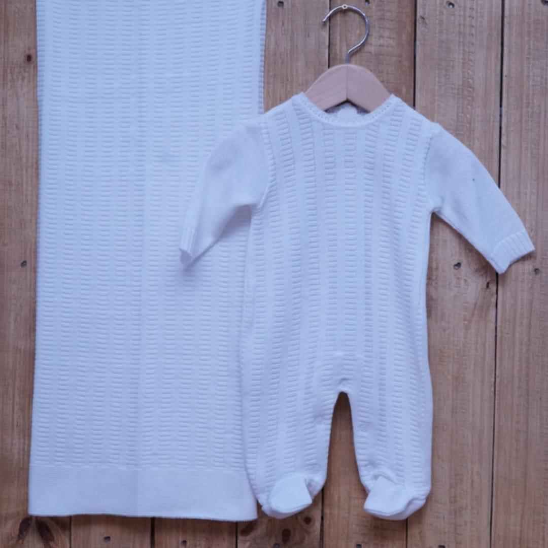 Saída Maternidade em Tricot para Bebê com Detalhe na Frente Branco