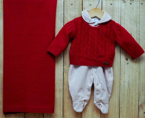 Saída Maternidade para Bebê em Tricot Macacão Plush Bege e Casaco Vermelho