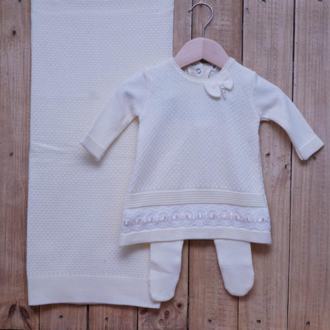 Saída Maternidade  em Tricot para Bebê Vestido com Meia Calça com Detalhe de Renda Amarelo Pó