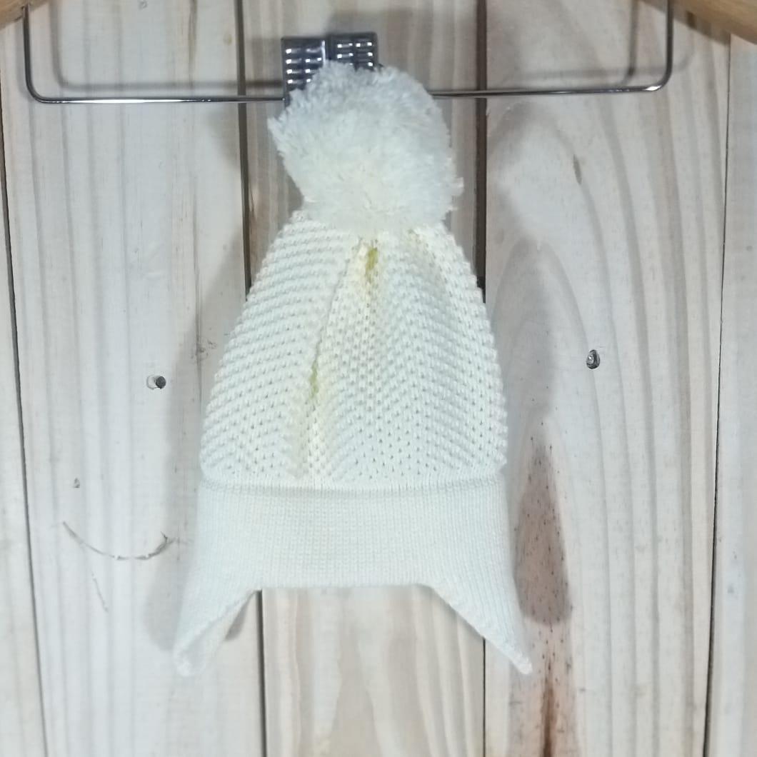 Touca Tricot para Bebê com Pom Pom Amarelo Claro