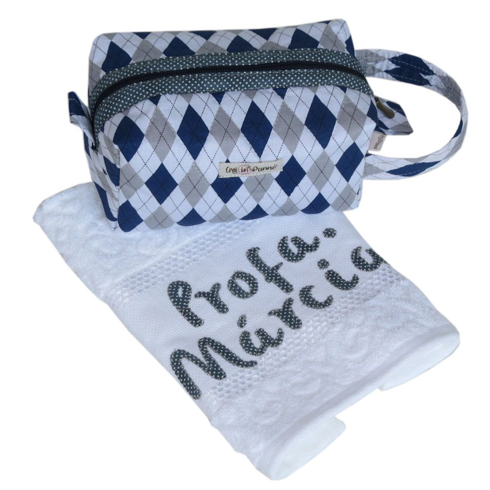 Necessaire e toalha bordada