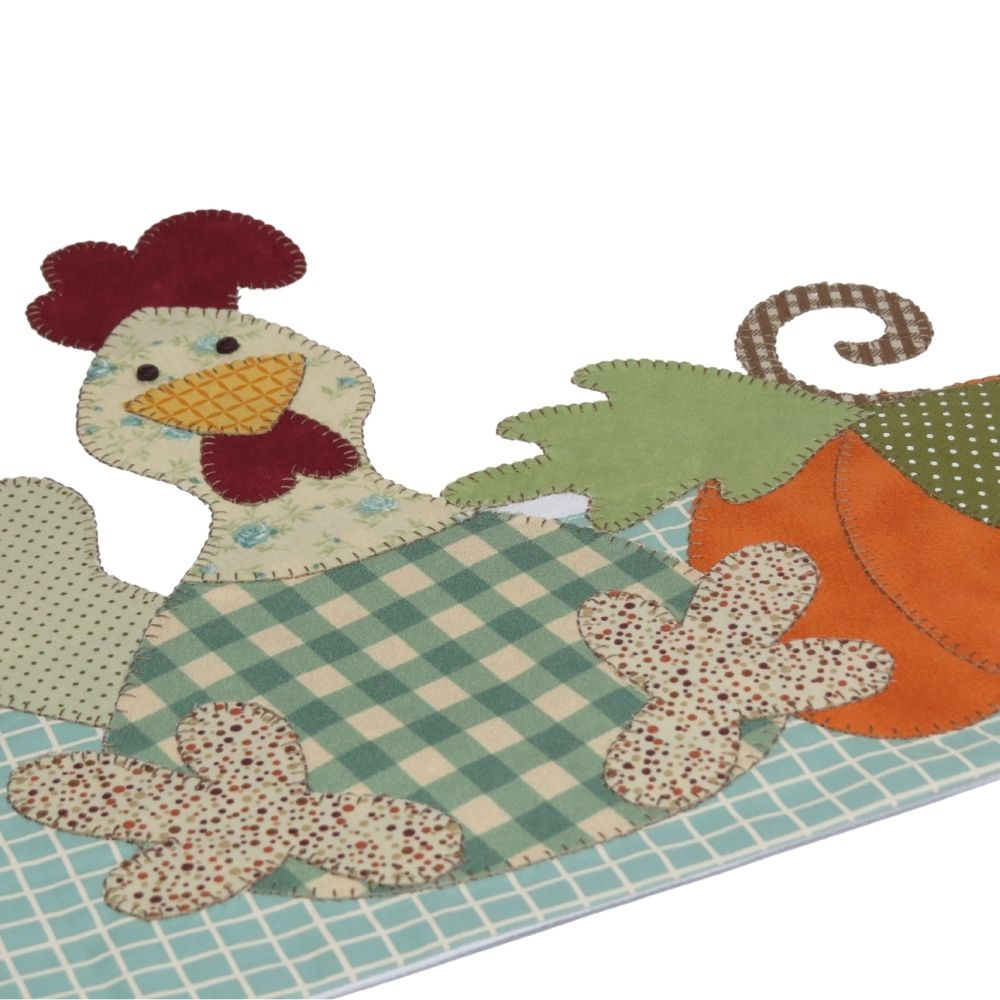 Pano de copa em patch aplique com bordado em ponto caseado. Tema galinha e moranga