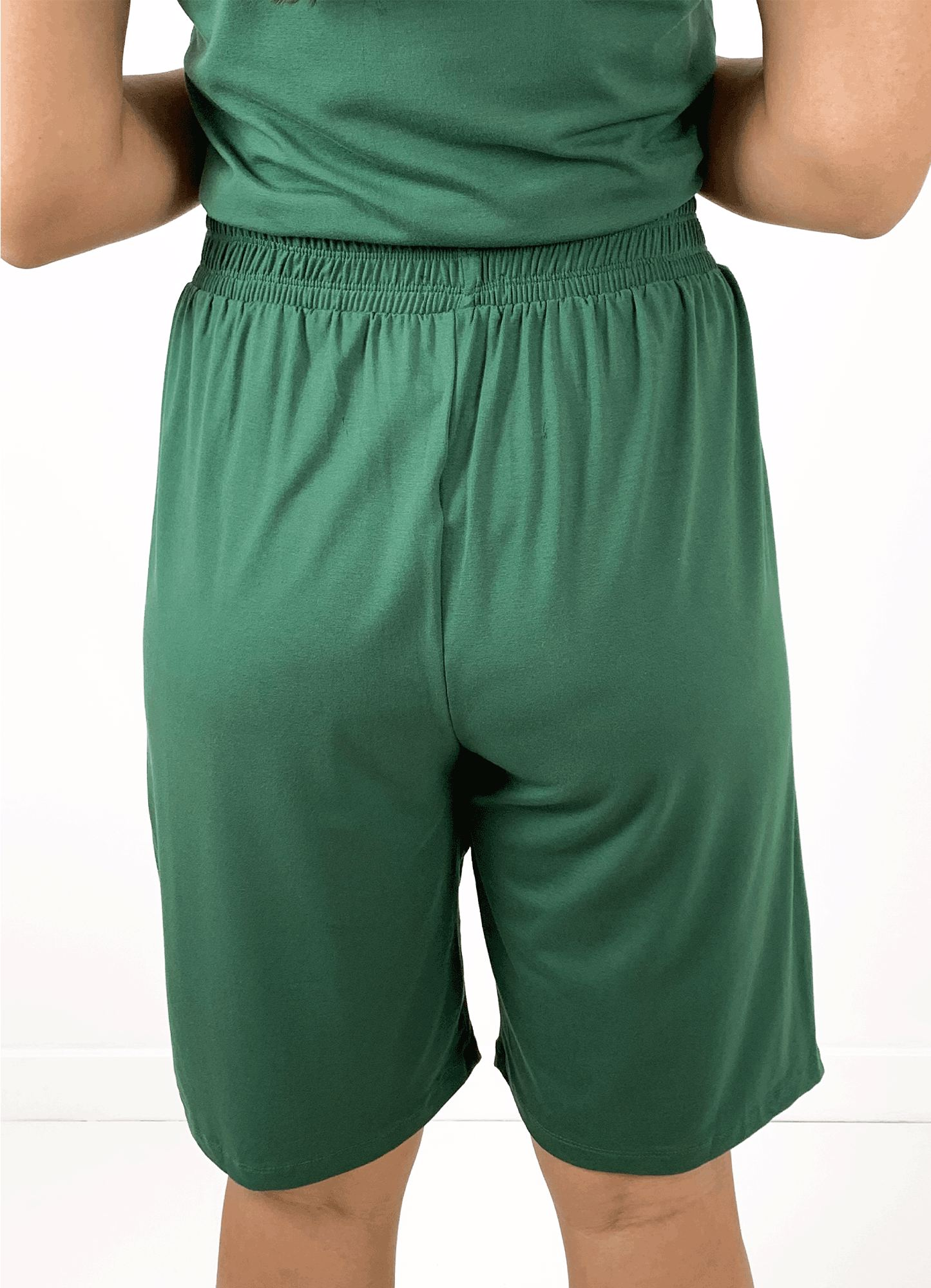 Bermuda Feminina Plus Size Malha Bicolor Cós Elástico Friso Lateral