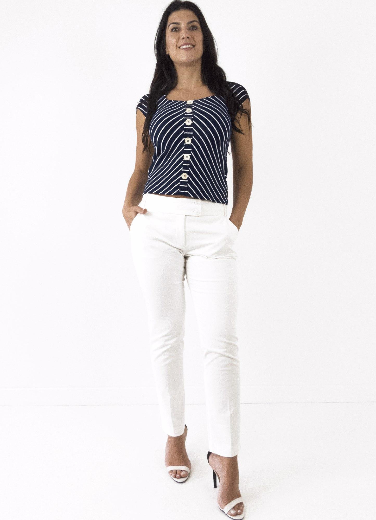 Blusa Feminina Canelada Listrada Preta e Branca com Botões Decorativos