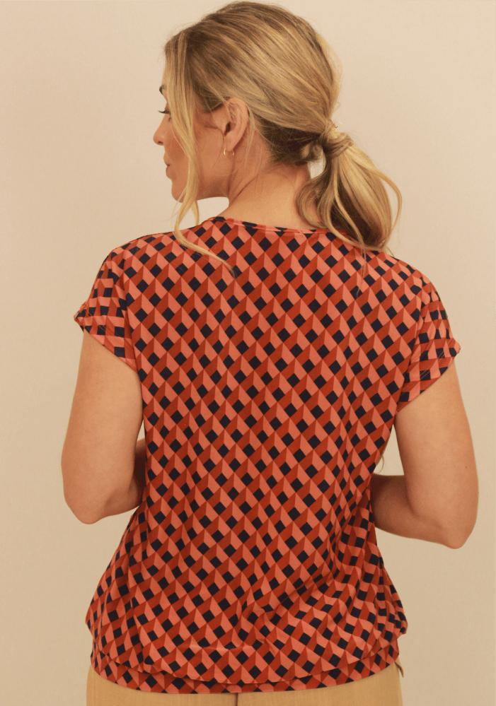 Blusa Com Bolinhas No Decote Geométrico