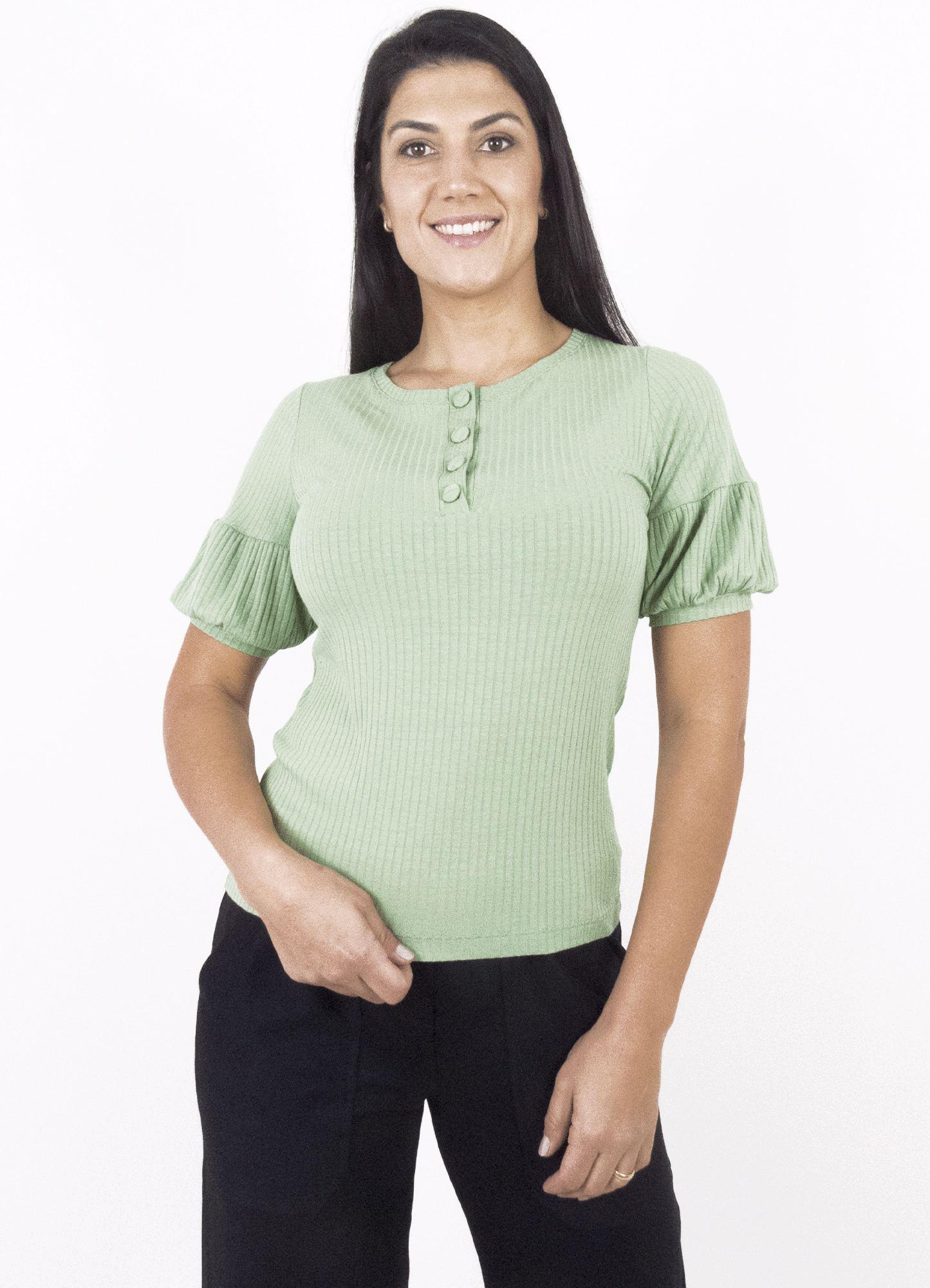 Blusa Feminina Canelada Verde com Pregas nas Mangas e Botões Decorativos no decote