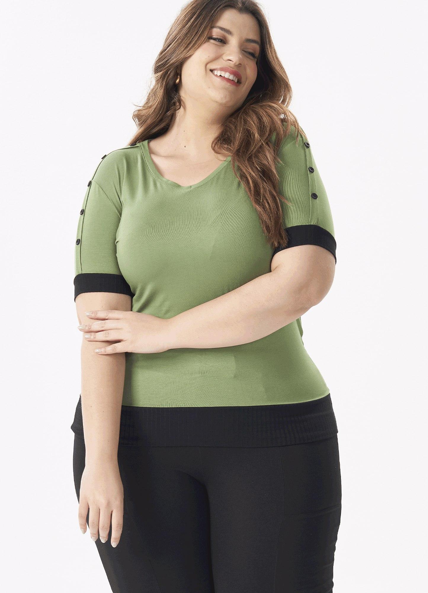 Blusa Feminina Plus Size Malha Verde Manga Curta Com Botões e Canelado