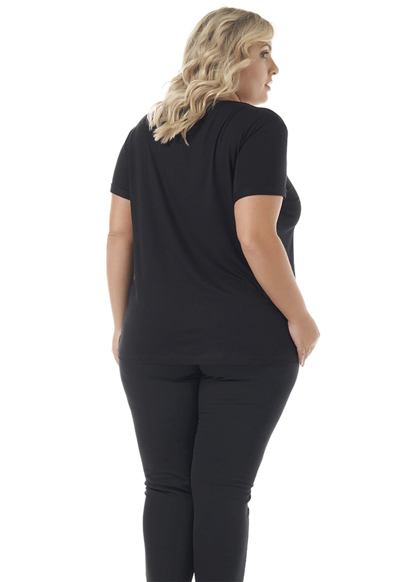 Blusa Feminina Plus Size Visco Lisa Preta com Aplique