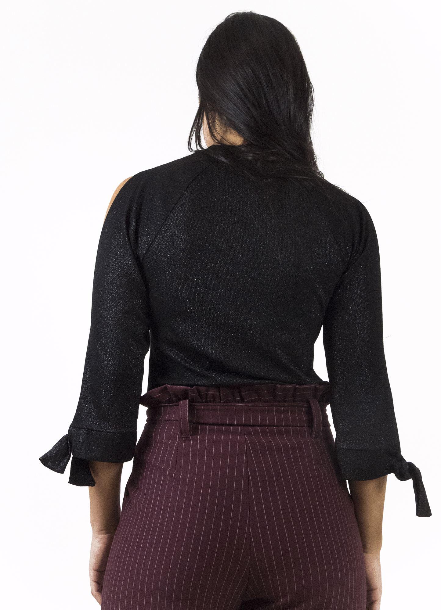Blusa Feminina Viscose Brilho Preta Decote V Abertura nas Laterais das Mangas e Amarração nos Punhos