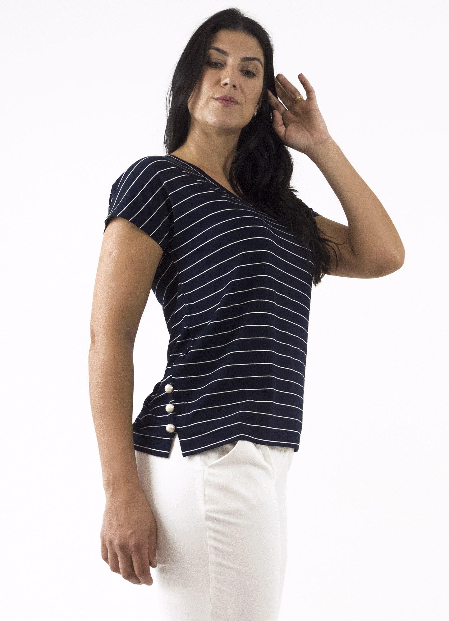Blusa Feminina Viscose Listrada Preta e Branca Decote V com Botões Laterais Decorativos