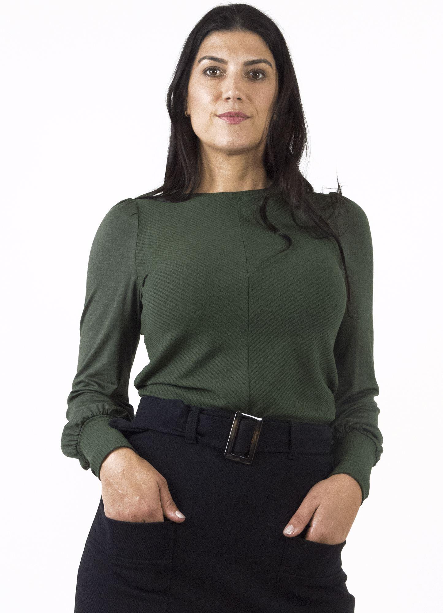 Blusa Feminina Viscose Canelada Manga Levemente Bufante de Viscose Lisa Verde Militar Decote Redondo