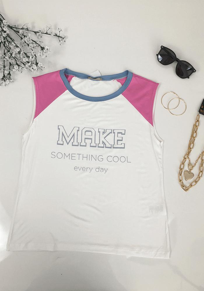 Blusa Feminina Viscose Branca com Detalhes em Azul e Rosa Estampada Decote Redondo Sem Manga