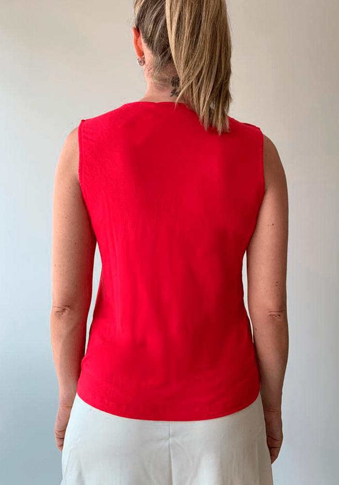 Blusa Sem Manga Friso e Botão Ombro