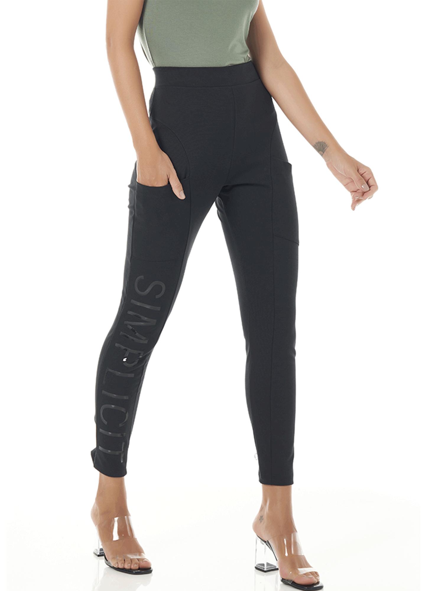 Calça Montaria Feminina Viscose Preta com Estampa na Lateral Cintura Alta Cós com Elástico Embutido Bolso na Frente