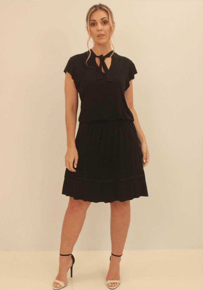 Vestido Com Renda Na Barra e Amarração Decote Preto