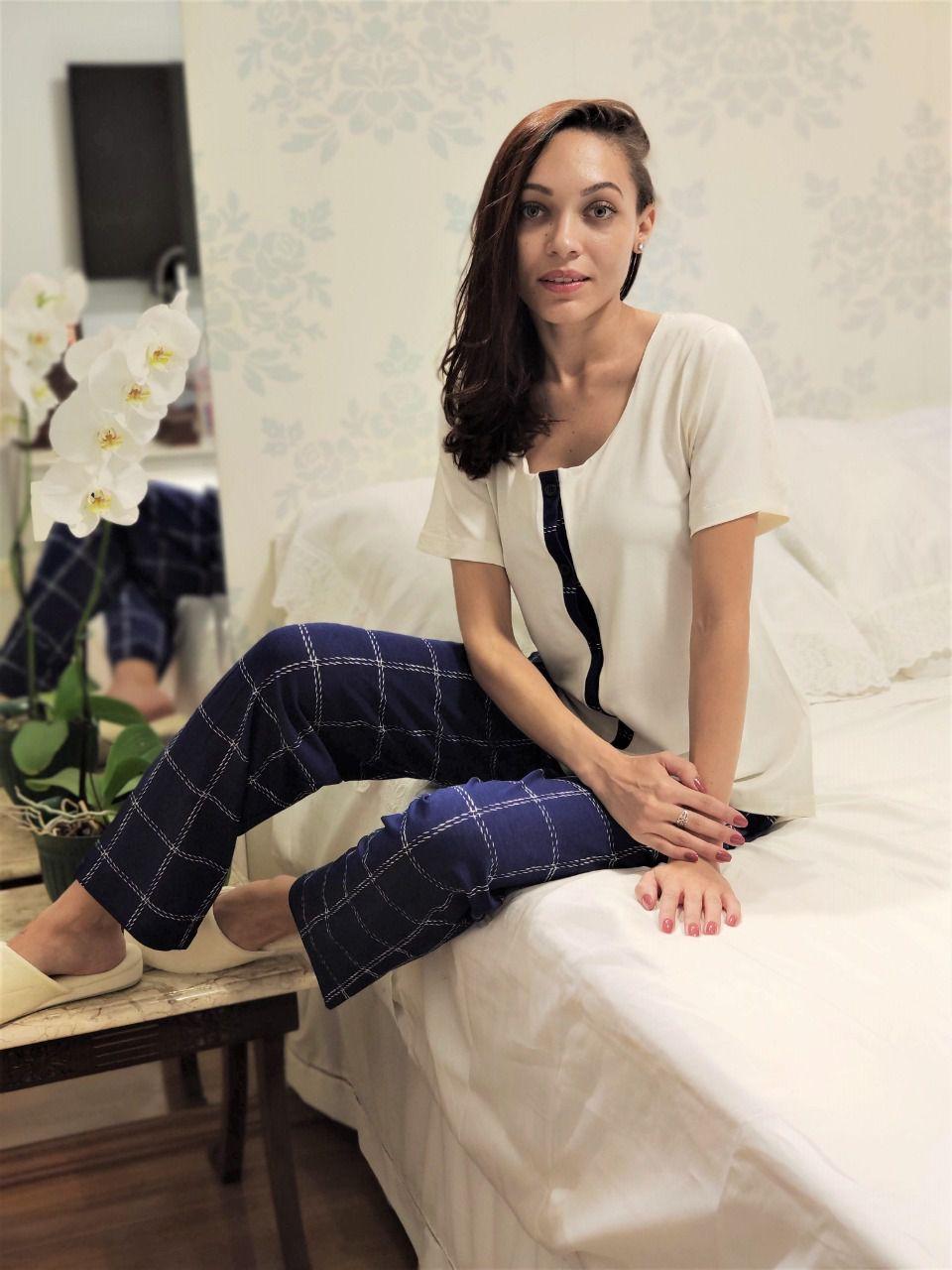 Pijama Feminino Aberto Calça Quadriculada e Blusa Manga Curta em Viscolycra