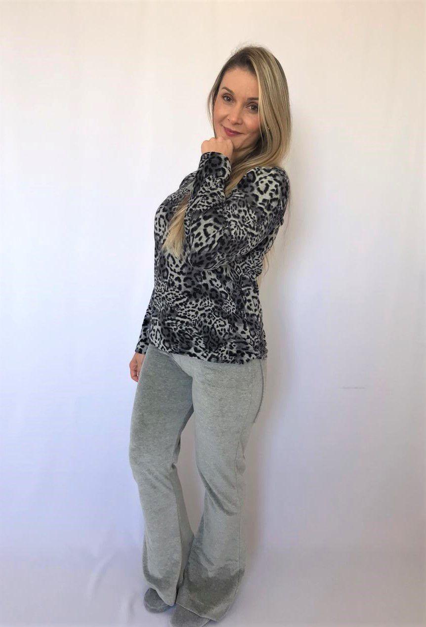Pijama Feminino Longo Plush Calça Flare e Blusa Onça - Mescla