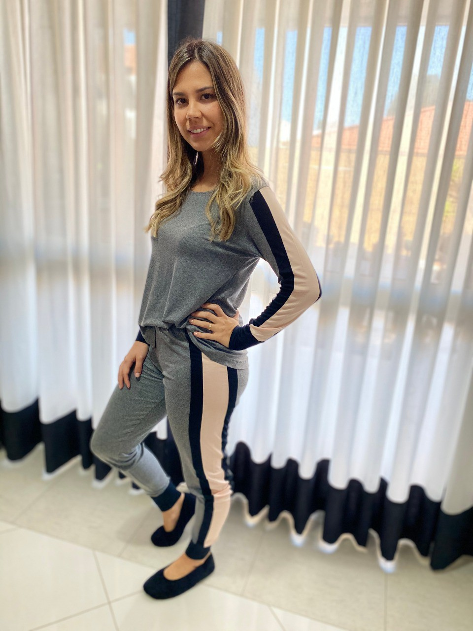 Pijama Feminino Longo com Faixa Lateral