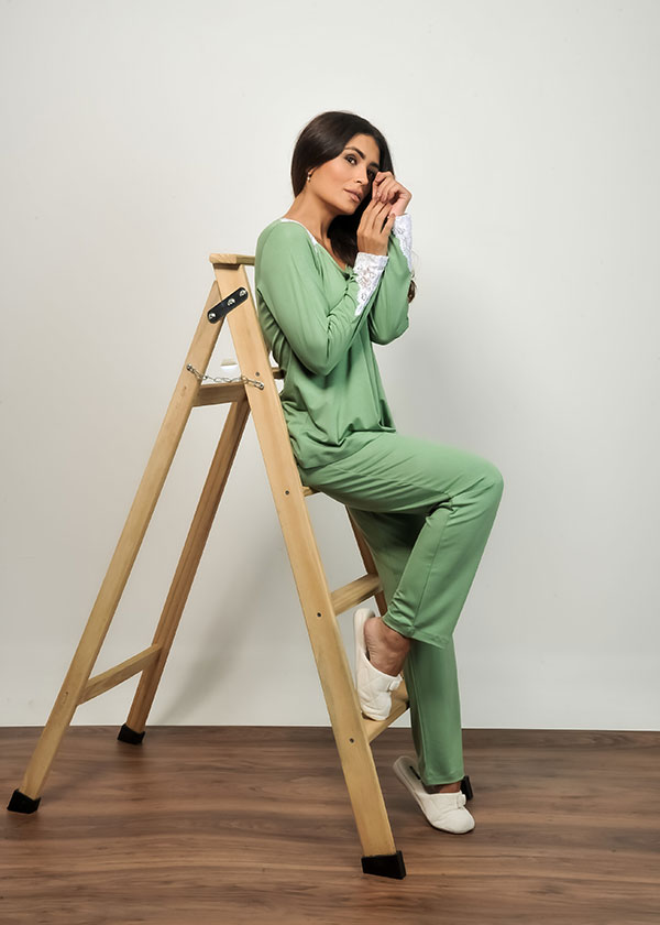 Pijama Feminino Longo Verde com Renda