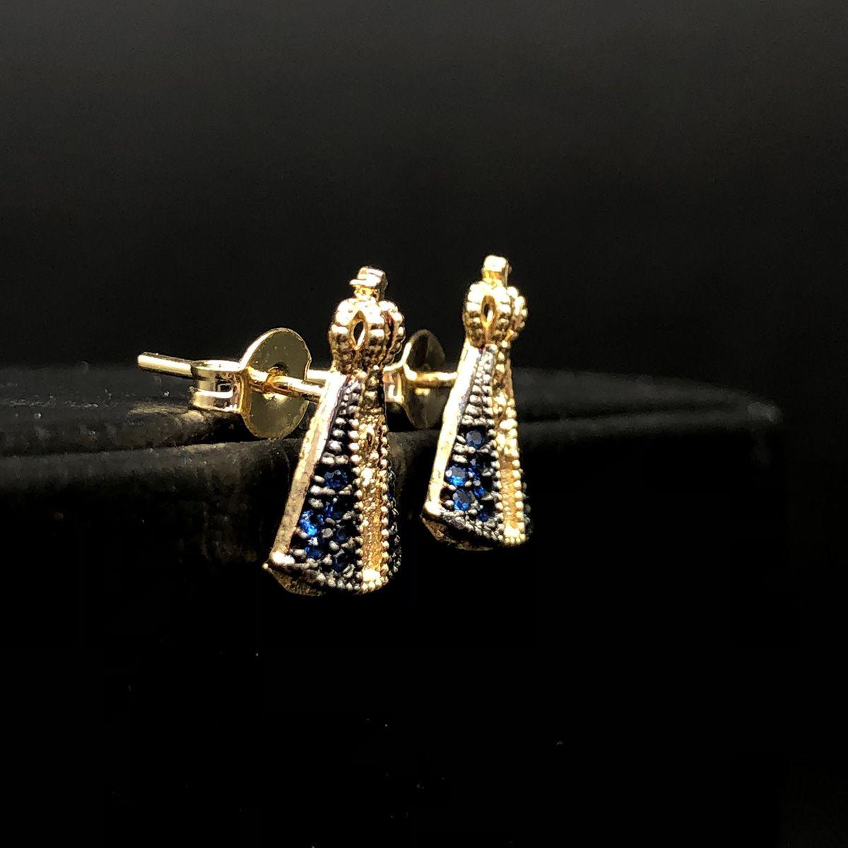 Brinco Nossa Senhora Aparecida com Zircônia Cravejada Azul Banhado a Ouro 18k