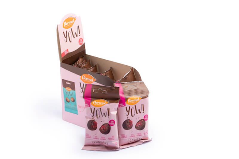 Drageado de chocolate ao leite yow sabor cranberry - Flormel - cx c/ 08 un.