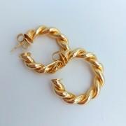 Brinco de Argola 2,5cm Torcida Banho Ouro Amarelo 18K
