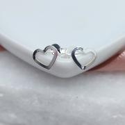 Brinco de Prata 925 Coração Vazado Pequeno