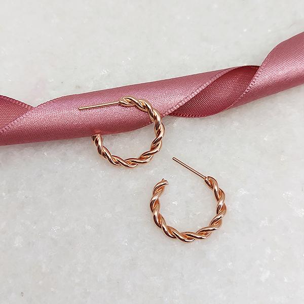 Brinco de Argola 2cm Torcida Banho Ouro Rose
