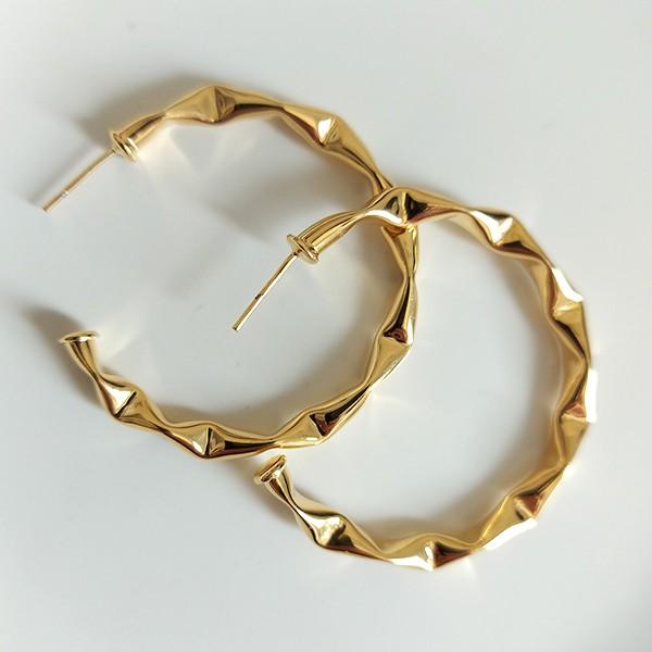 Brinco de Argola 4,5cm Detalhada Banho Ouro Amarelo 18K