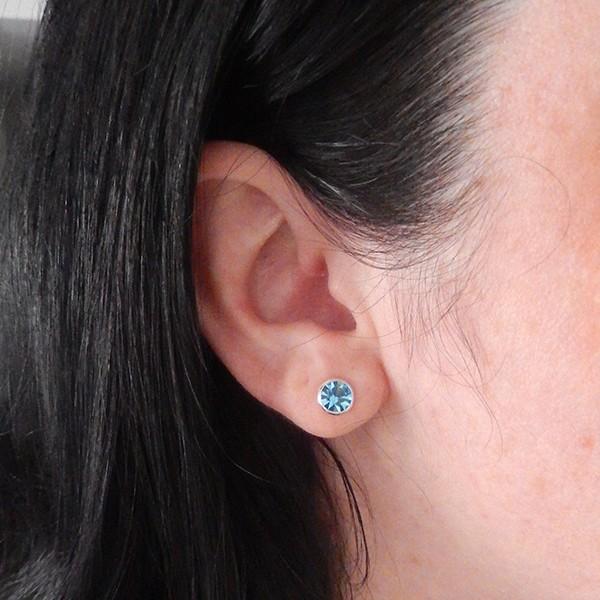 Brinco de Prata 925 Ponto de Luz Azul Claro 7mm