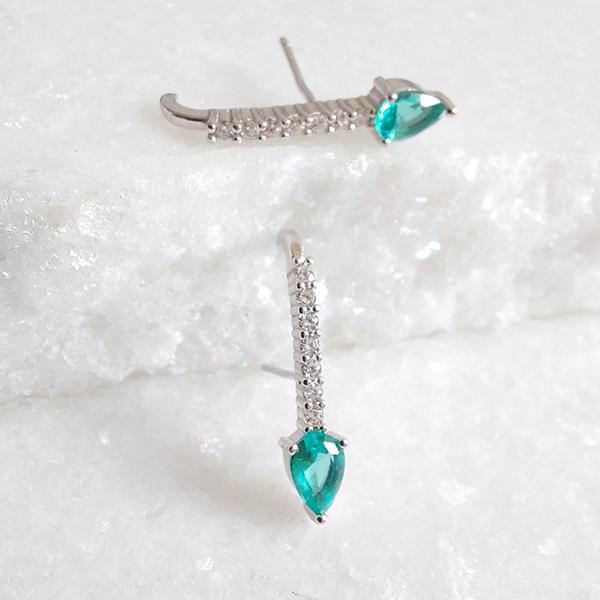 Brinco Ear Hook de Prata 925 Jade Verde e Cristal