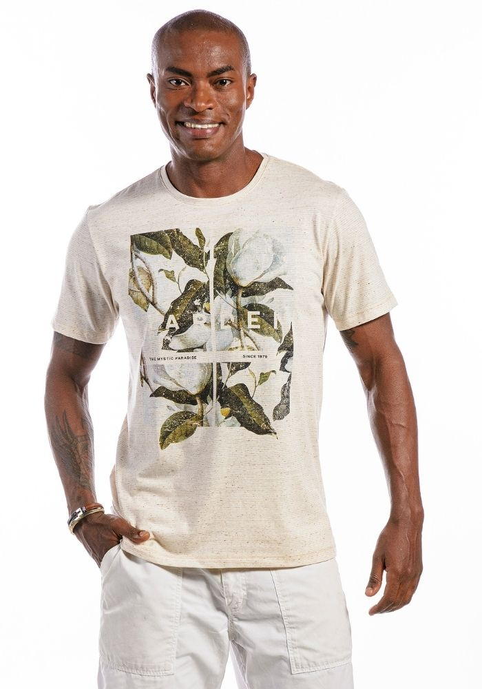 Camiseta Manga Curta Garden Flowers Amêndoa