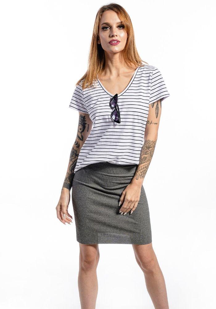 Camiseta Manga Curta Listrada Basic Feminina V Branca