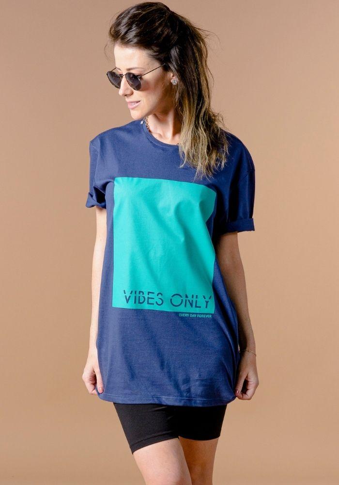 Camiseta Manga Curta Vibes Only Azul