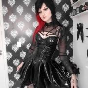 Blusa Lady Darkness em vinil efeito látex