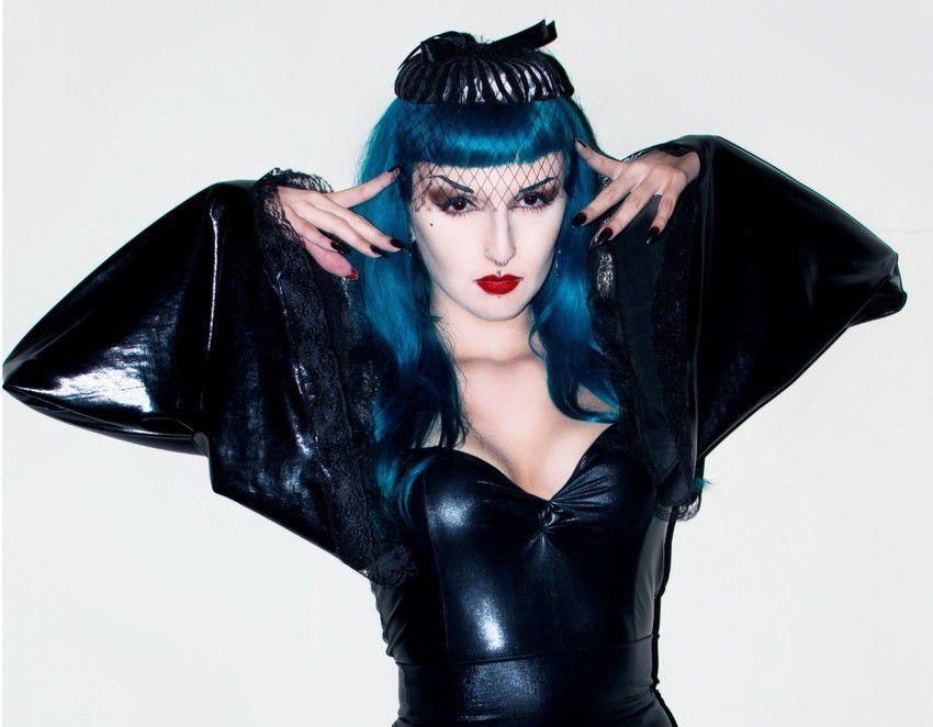 Bolero em Vinil com Lycra Queen of Hurts