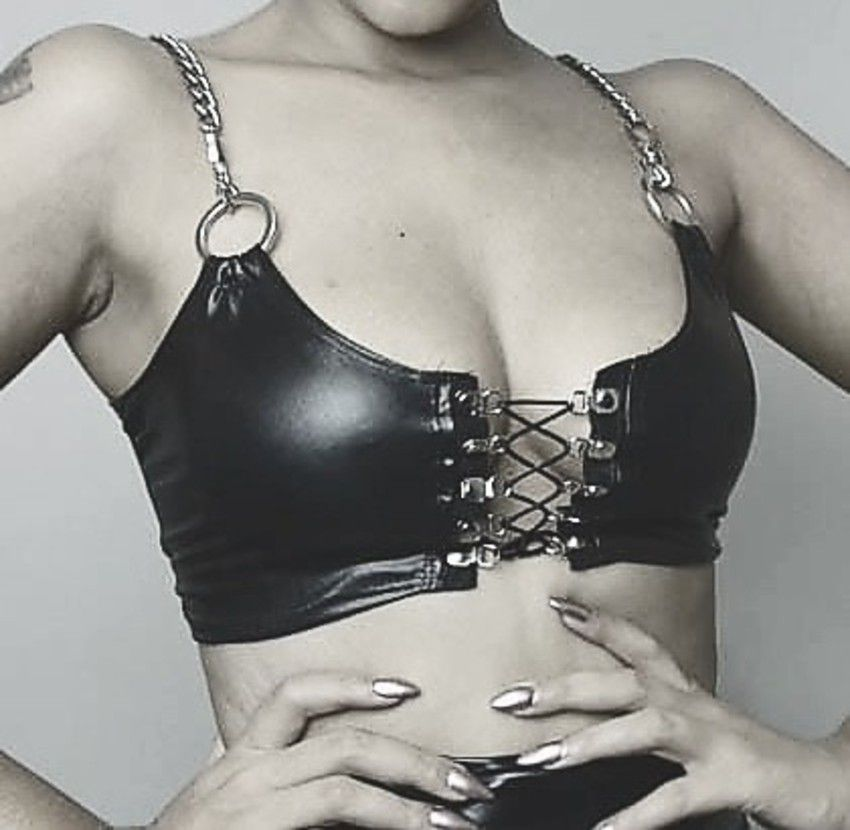 Cropped Iron Lady
