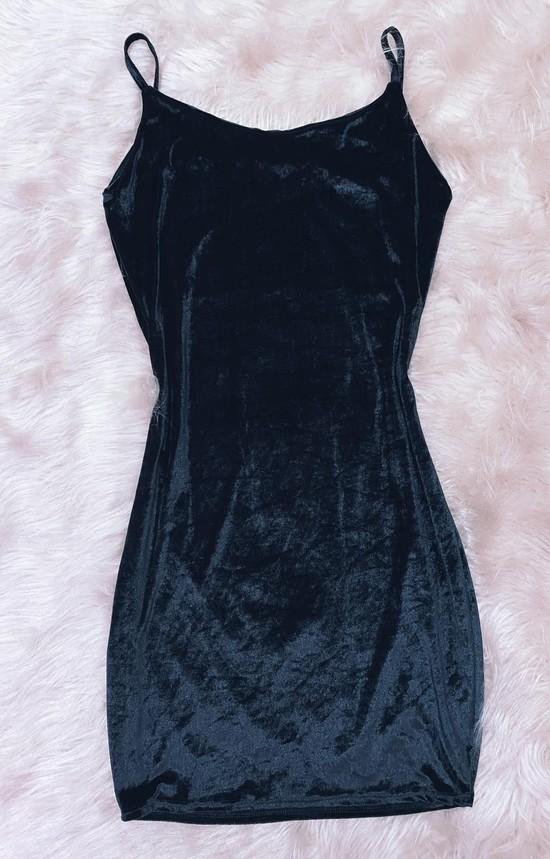vestido basico em veludo