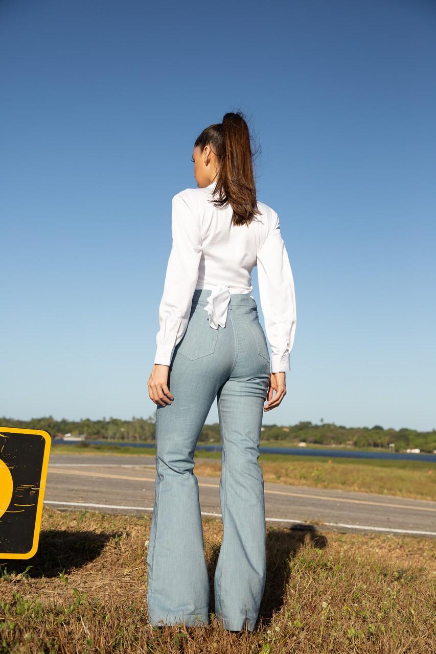 Calça jeans cintura alta flare