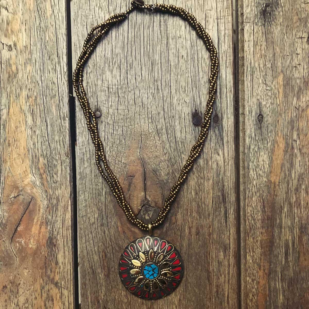 Colar indiano com lascas de pedra lápis lazuli Mandala
