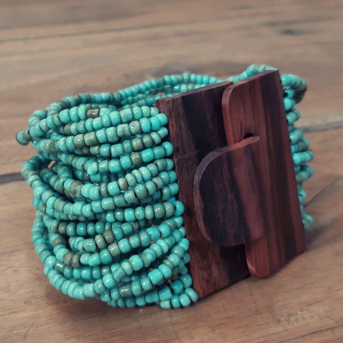 Pulseira de miçanga e fecho madeira turquesa