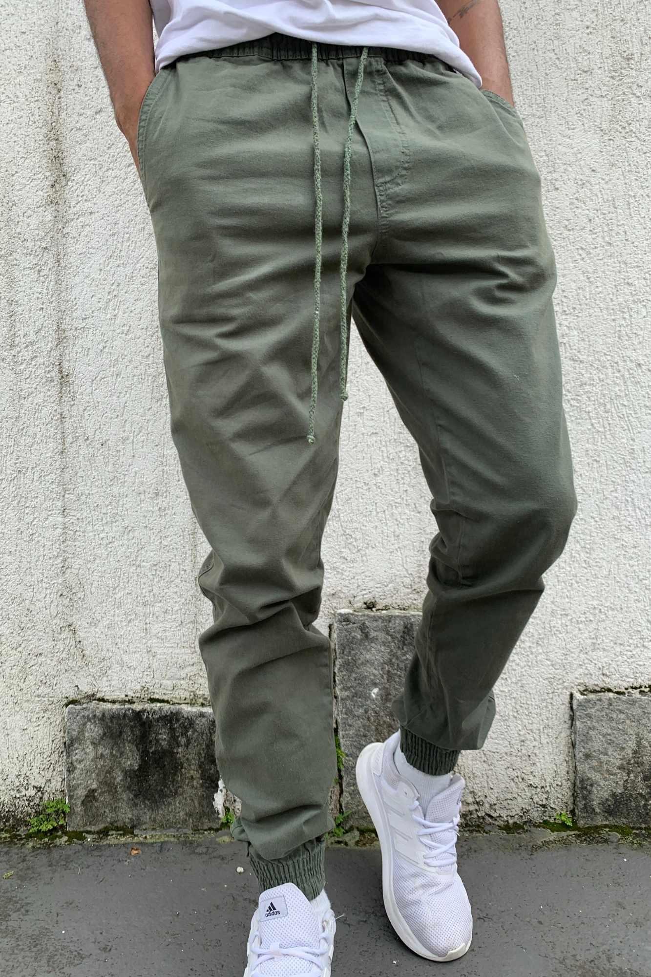 Calça Jogger de Sarja Verde Militar