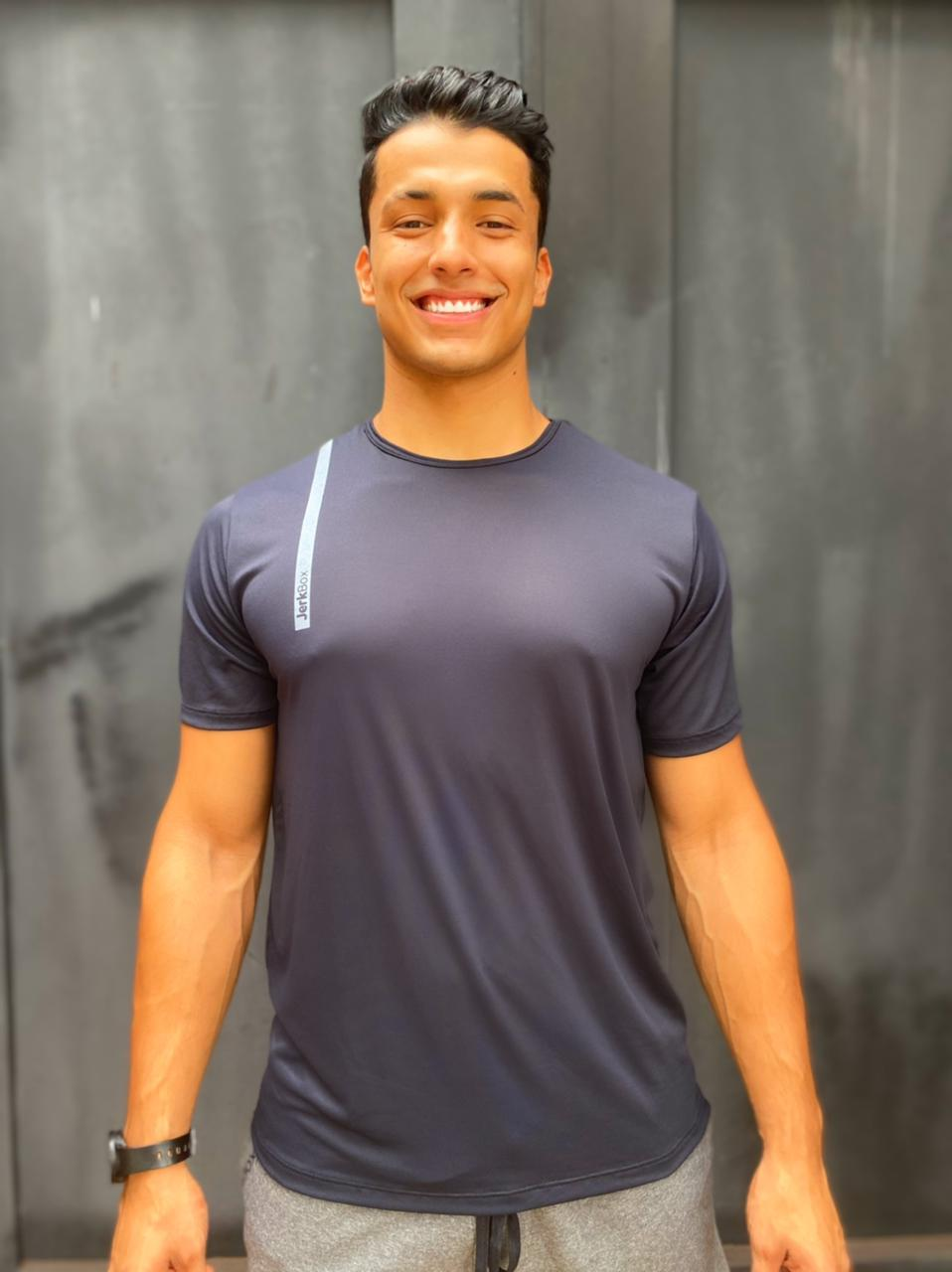 Camiseta  Soft Preta detalhe Cinza
