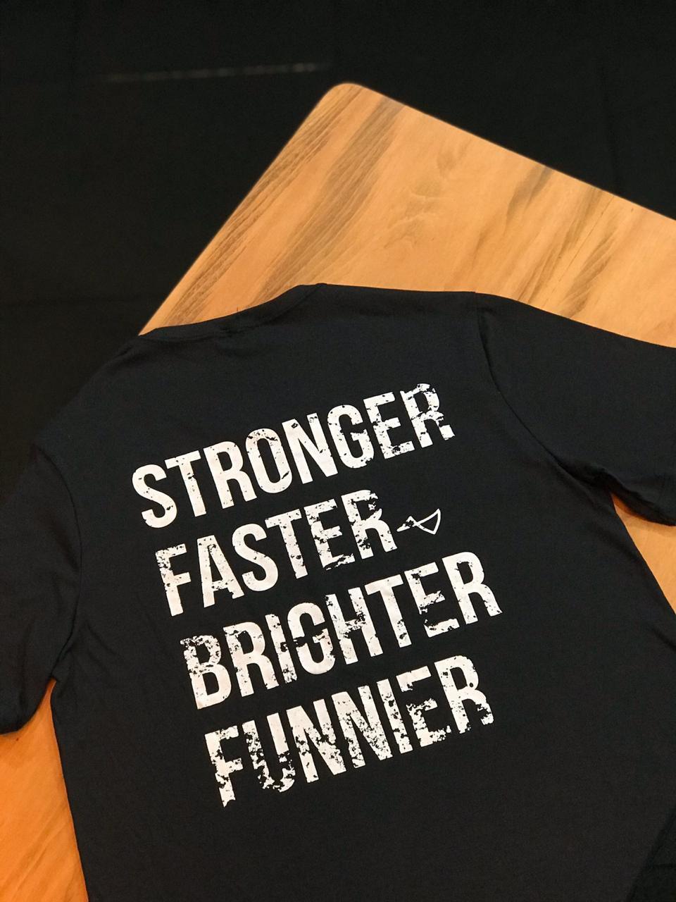 Camiseta Stronger, Faster, Brighter, Funnier