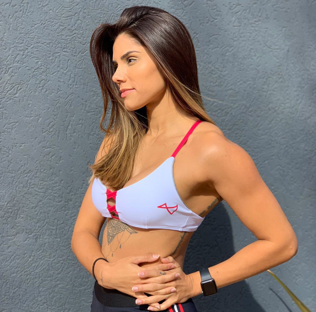 Top Nicole Branco detalhe Cereja