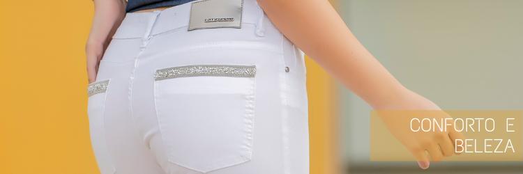 Calça-cropped-branca-feminina-com-detalhe-no-bolso