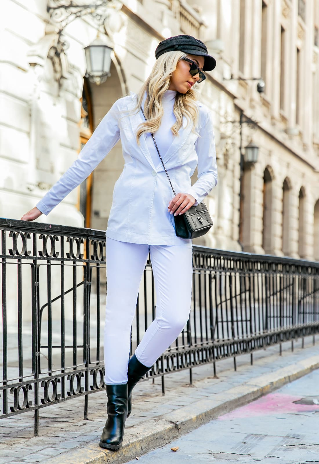 Look Total White