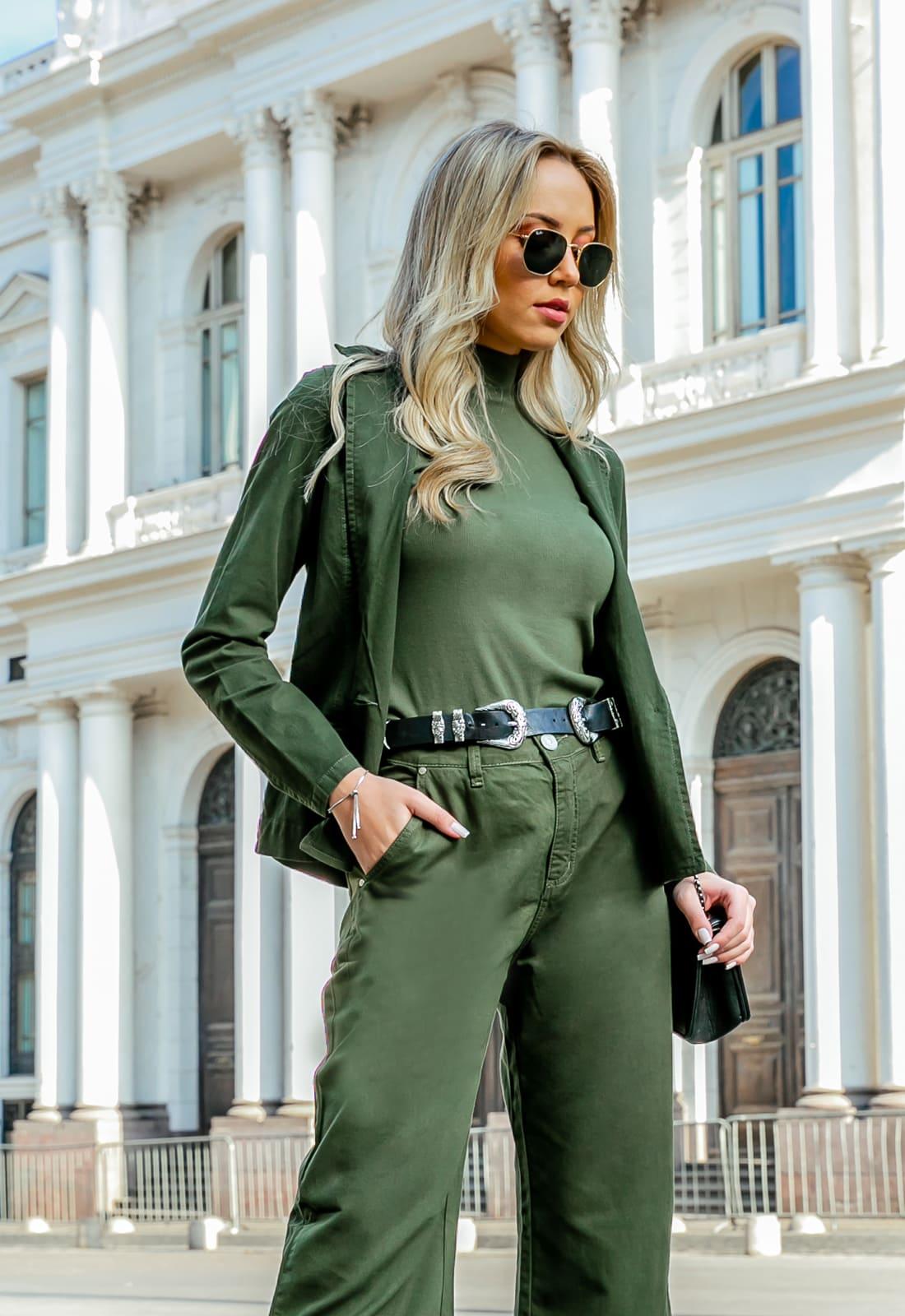 Look Monocromático Verde Militar