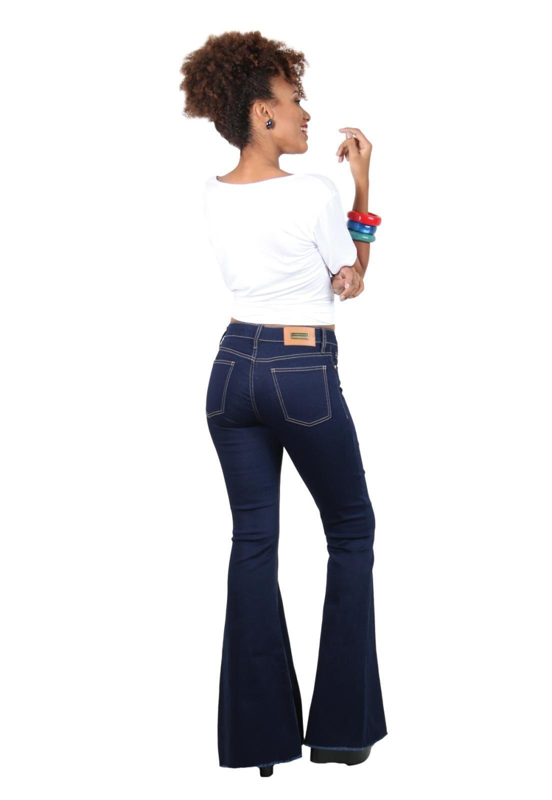 Calça Jeans Feminina Tradicional Sino Detalhe
